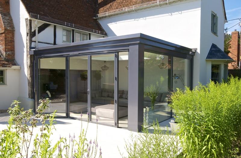 v randa en aluminium avantages r alisations et prix. Black Bedroom Furniture Sets. Home Design Ideas